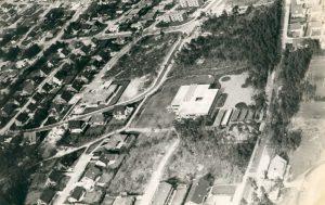 Schulgebäude 1977 Luftaufnahme
